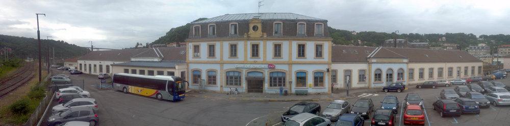 Bahnhofvorplatz_Longwy.jpg