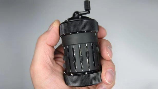 moulin-poivre-peugeot-tokyo-noir-mat-16cm.jpg