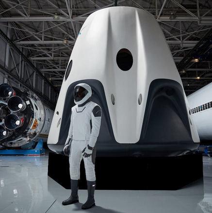 846530578_capsuleetastronauteencombinaison.jpg.3f033327cf461601b6a4ccc58b137854.jpg