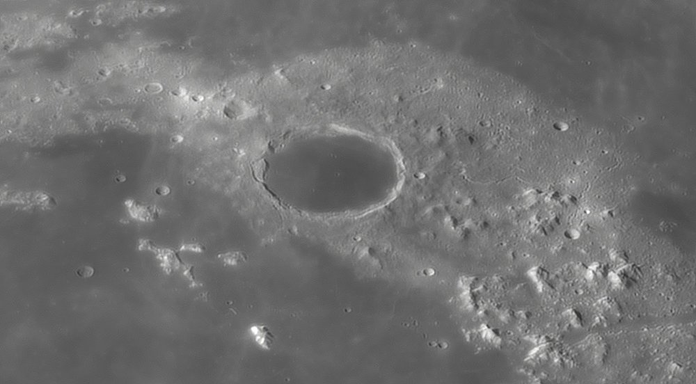1610806199_Moon_045525_230519_ZWOASI290MM_IR_680nm_AS_P35_lapl4_ap851.thumb.jpg.f93e8ee242f7fb2e157809a7d10577f7.jpg